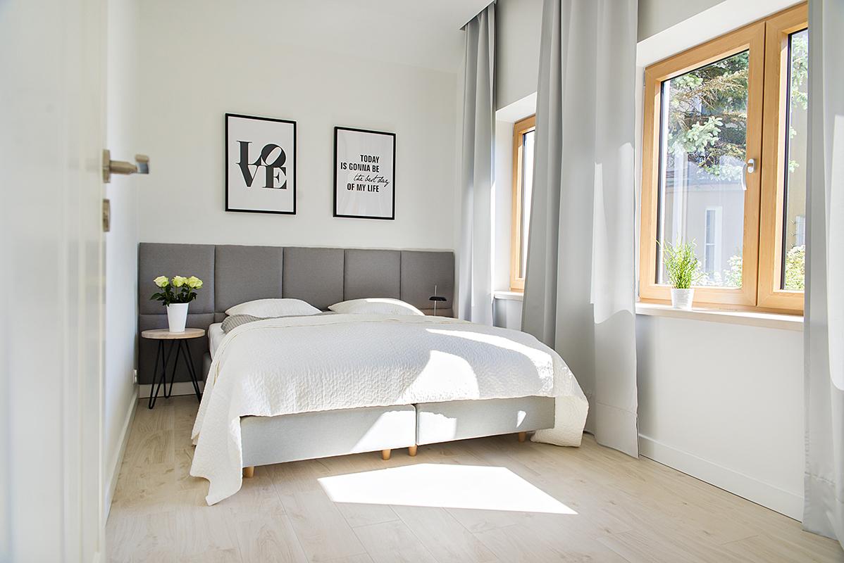ferienwohnung f r 4 personen schwarz wei. Black Bedroom Furniture Sets. Home Design Ideas
